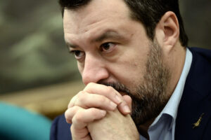 Consegnare Salvini ai Pm è il suicidio della politica