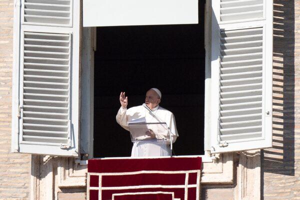 """Santo Stefano, Papa Francesco: """"Nel suo martirio violenza sconfitta da amore"""""""