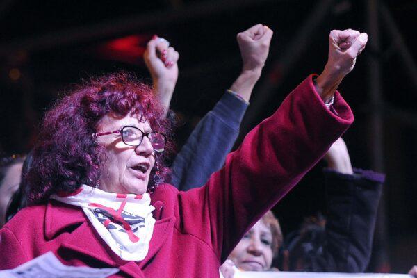 """La giustizia perseguita Nicoletta Dosio: """"E' sovversiva, sbattetela in cella!"""""""