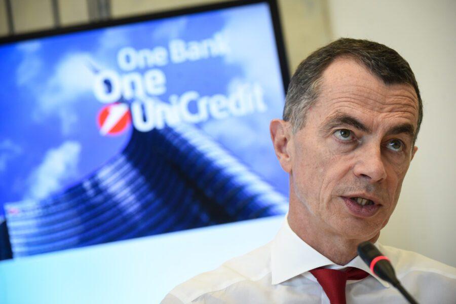 Unicredit lancia il suo piano di tagli: 6mila esuberi in Italia e 500 filiali in meno al 2023