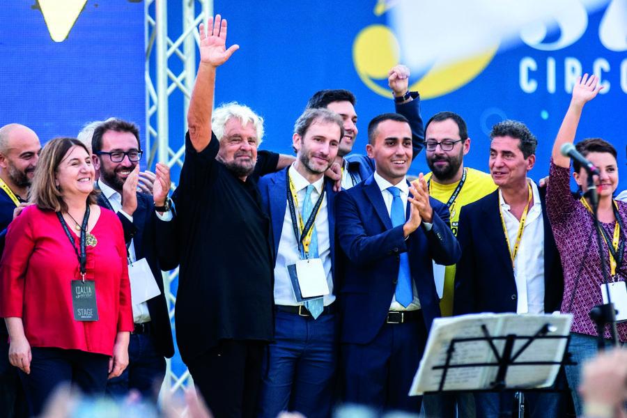 Beppe Grillo seppellisce il M5s: o diventa partito o muore