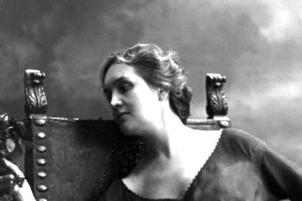 """Sibilla Aleramo, la donna che Pavese definì """"il fiore di Torino"""""""