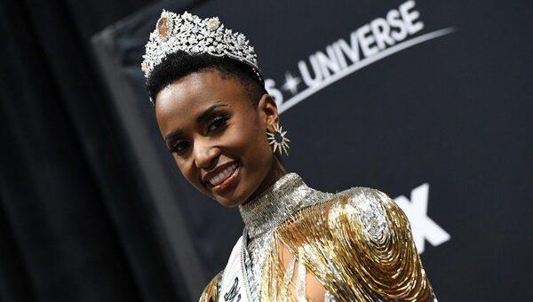 Zozibini Tunzi, la prima sudafricana di colore a vincere Miss Universo