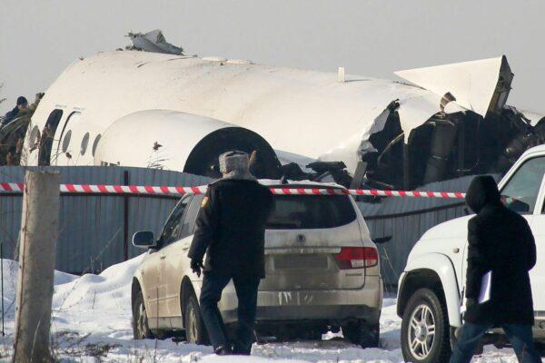 Aereo precipita in Kazakistan con 100 passeggeri a bordo: almeno 12 morti