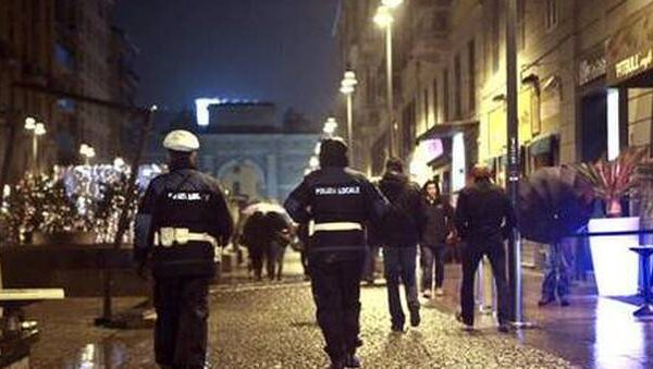Picchiato in strada da 10 persone perché gay, aggressione omofoba a Milano