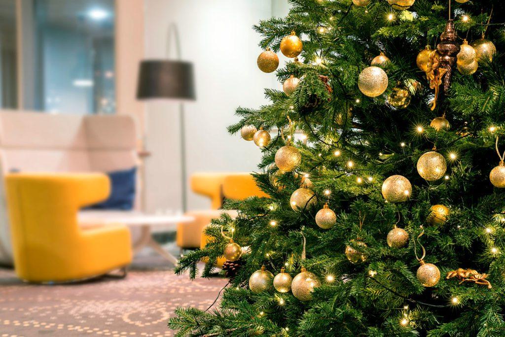 Albero Di Natale 8 Dicembre.Albero Di Natale Perche Per Tradizione Si Addobba L 8 Dicembre Il Riformista