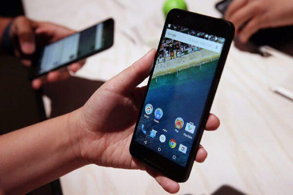 """L'allarme del Garante della privacy: """"80 app spia per ogni smartphone"""""""