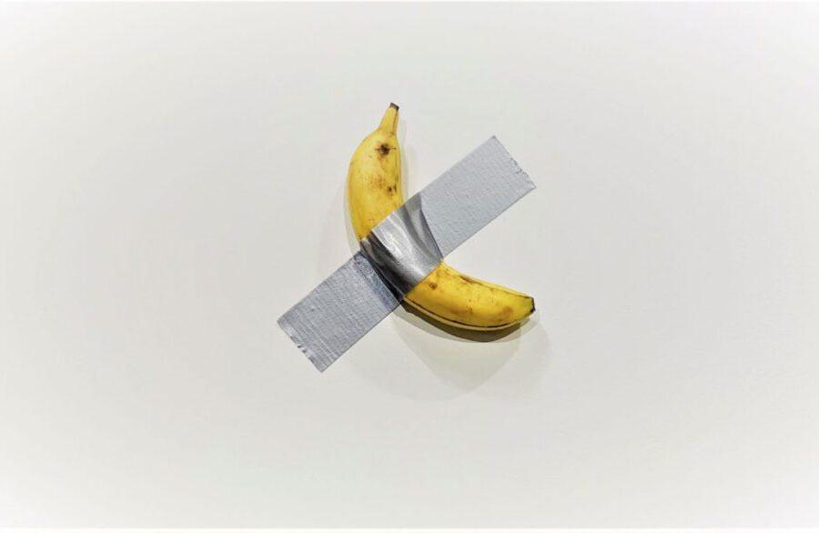 Perchè la Banana di Cattelan vale 120mila dollari e perchè Datuna se l'è mangiata