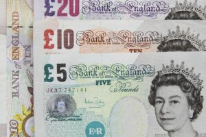 Elezioni Regno Unito, vola la sterlina: più 1,8% sull'euro