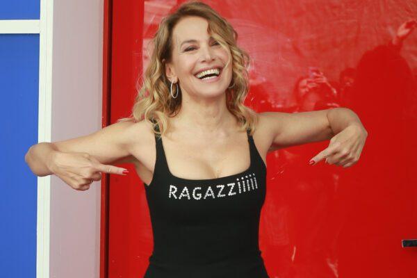 Gli italiani ossessionati dal giudicare e l'inquietante mestiere dell'influencer