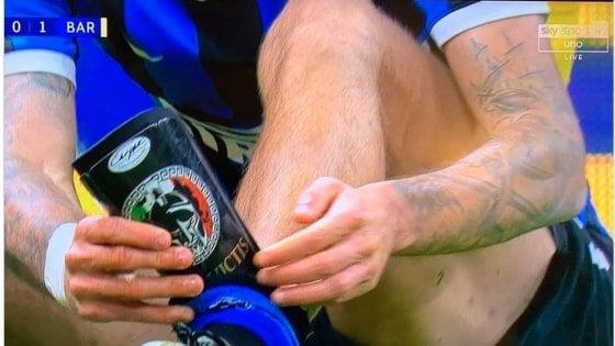 Bufera su Biraghi, il calciatore dell'Inter contro il Barcellona con parastinchi 'fascisti'