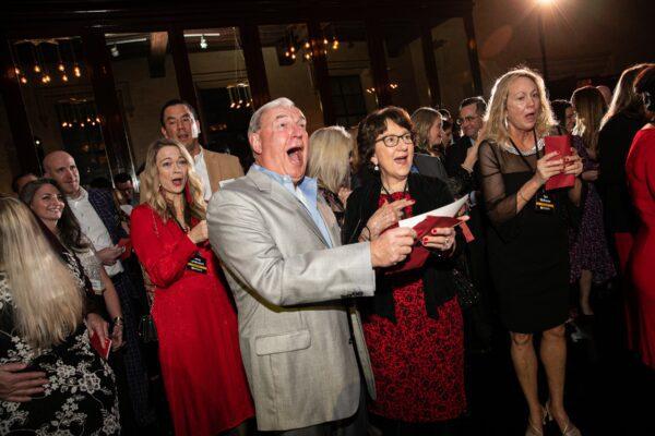 Azienda sorprende i suoi dipendenti: il bonus alla festa di Natale è da 10 milioni
