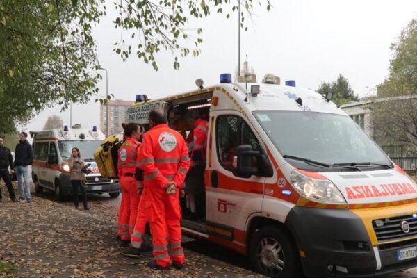 Milano, forte scontro tra bus e camion: sei feriti di cui uno grave