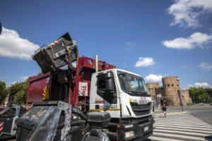 Emergenza rifiuti, Guidonia chiede il ritiro delle autorizzazioni del Tmb