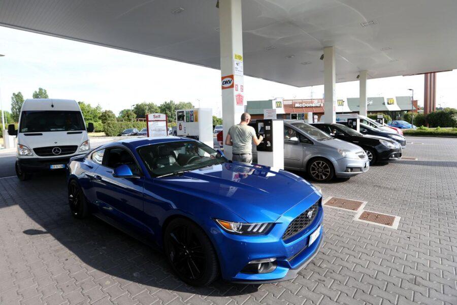 Rischio stangata sui carburanti, il governo aumenta le accise