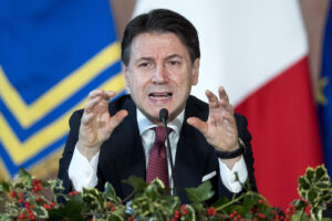 """La conferenza di Conte: """"Abbiamo messo il Paese in sicurezza"""". Dure accuse a Salvini"""