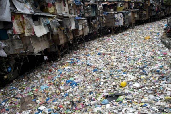 Emergenza plastica nei mari: il 95 % dei rifiuti proviene da 10 fiumi