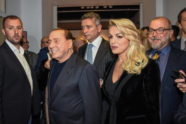 Le Sardine 'aprono' a Francesca Pascale: la compagna di Berlusconi attesa in piazza