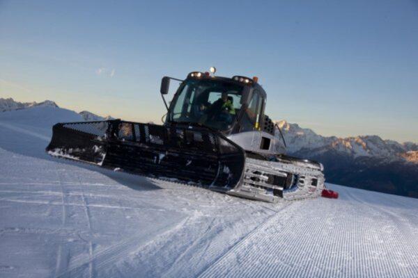 Sciatore si schianta contro un 'gatto delle nevi': è gravissimo