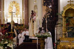 Palermo, alla messa di Natale in cattedrale Gesù bambino è di colore