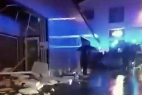 Tromba d'aria si abbatte su una palestra, crolla il tetto: 6 feriti, grave una donna