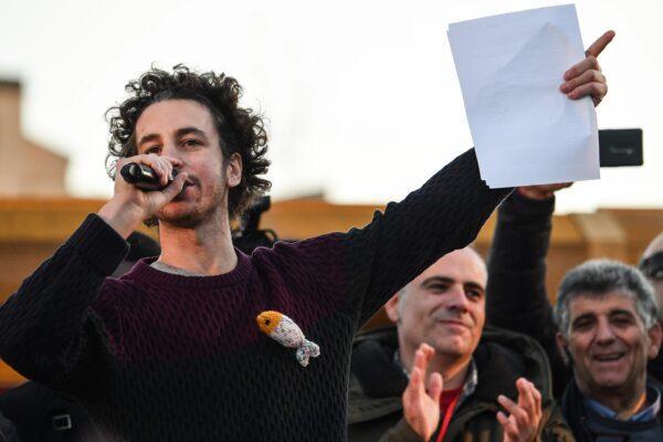 Il non-compleanno delle Sardine, salta la festa in piazza a Bologna: il sindaco vieta gli eventi nel centro storico