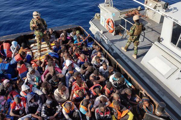 """Migranti, i dati del Viminale: """"Sbarchi dimezzati nel 2019"""""""