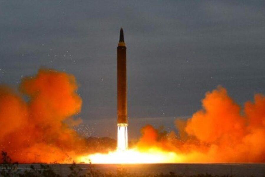 """La Corea del Nord annuncia: """"Testato un missile a lungo raggio"""""""