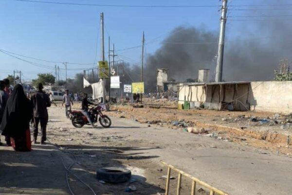Autobomba fa una strage in Somalia, oltre 70 morti a Mogadiscio