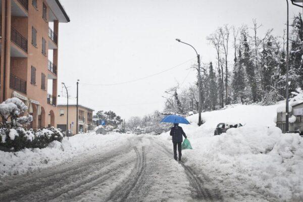 Allerta neve dai 300 metri, massima attenzione anche alle gelate
