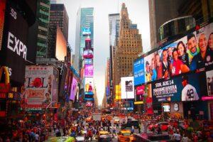 Times Square, le luci e le ombre del cuore cosmopolita di New York