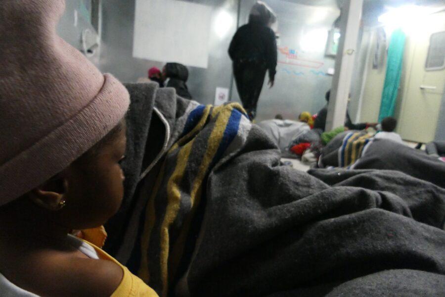 Migranti, la Ocean Viking sbarcherà a Taranto: redistribuzione in tutta Europa