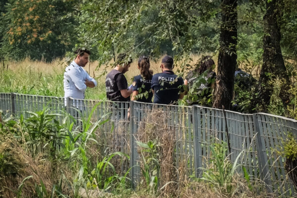 Foto LaPresse – Matteo Corner 18/07/2019 Milano (Ita) Cronaca Ritrovato corpo di un uomo in via Sant'ArialdoNella Foto i rilievi della Polizia  Photo LaPresse – Matteo Corner 18/07/2019 Milan (Ita) News Found body of a man in via S. ArialdoIn The pic the police
