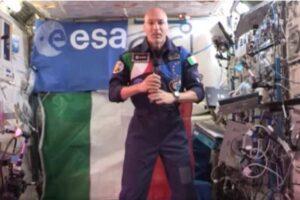 """Luca Parmitano dallo spazio: """"Il futuro è dei nostri figli"""""""