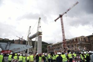 """Ponte Morandi, l'annuncio del sindaco: """"Da metà maggio le auto sul nuovo viadotto"""""""