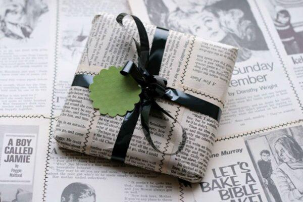 Regali di Natale avvolti con carta riciclata: la nuova idea ecosostenibile