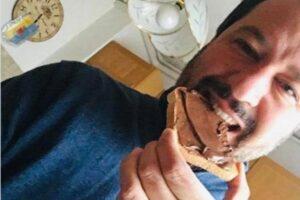 """Salvini a sorpresa contro la Nutella: """"Usa nocciole turche, preferisco mangiare italiano"""""""