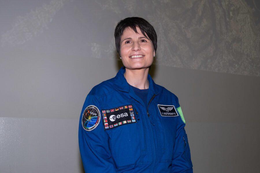 Samantha Cristoforetti lascia a sorpresa l'Aeronautica: è stata la prima donna italiana nello spazio