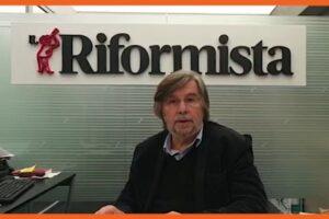 Il video editoriale di Piero Sansonetti sull'intervento al Senato di Matteo Renzi