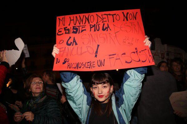 """Le sardine dicono no a Casapound: """"Siamo antifascisti"""""""