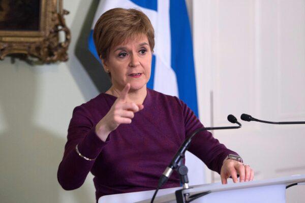 La Scozia chiede l'indipendenza: la premier Sturgeon sfida Londra