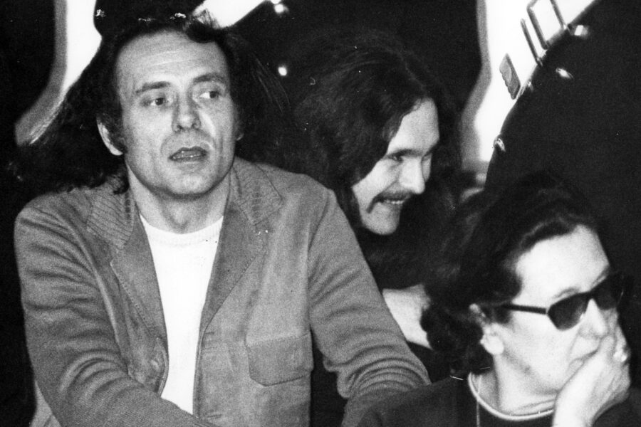 1969 Archivio Storico Pietro Valpreda (Milano, 29 agosto 1933 – Milano, 6 luglio 2002) è stato un anarchico, scrittore, poeta e ballerino italiano, noto per il suo coinvolgimento nel procedimento giudiziario per la strage di Piazza Fontana, dal quale uscì poi assolto. Nella foto: processo anarchici, Pietro Valpreda e Roberto Gargamelli