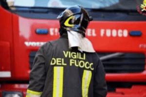 Roma, incendio in un supermercato nella notte: danni ingenti