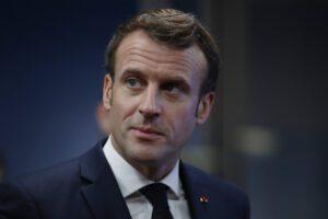 Macron il duro, sfida la Francia: la riforma delle pensioni si farà