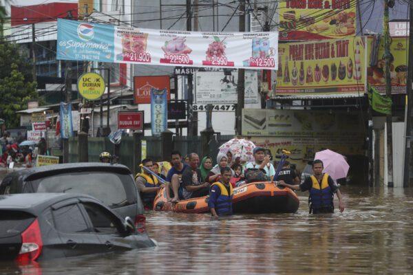 Alluvioni in Indonesia, salgono a 29 le vittime