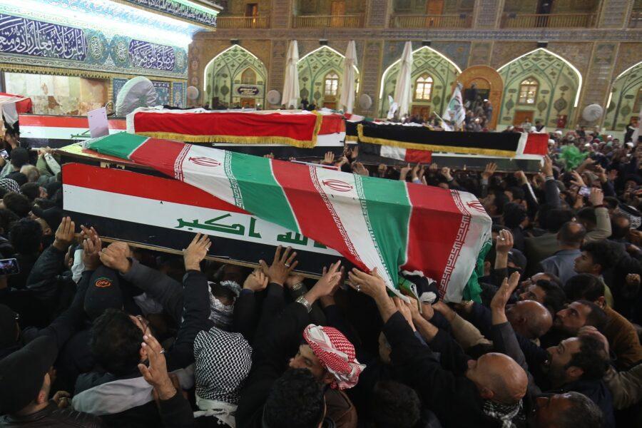 """Milioni di persone per i funerali di Soleimani: """"Gli Usa affronteranno nuovo Vietnam"""""""