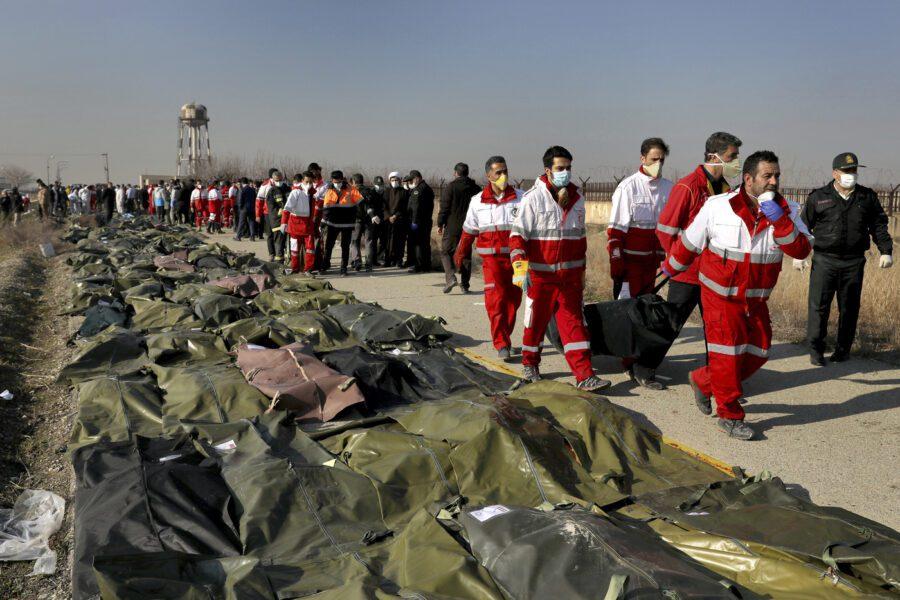 Come è caduto l'aereo in Iran, tutti i misteri del disastro