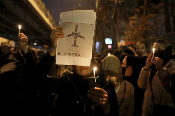 """Aereo caduto, Iran nega la repressione delle proteste: """"Non abbiamo sparato"""""""