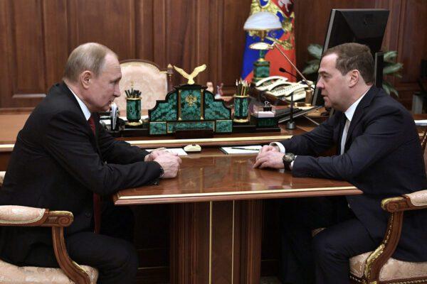 Russia, il premier Medvedev e il governo si dimettono in blocco