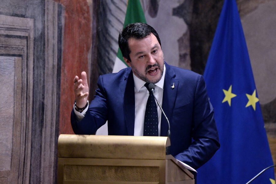Salvini a processo, la politica rinuncia al suo ruolo e si consegna ai Pm